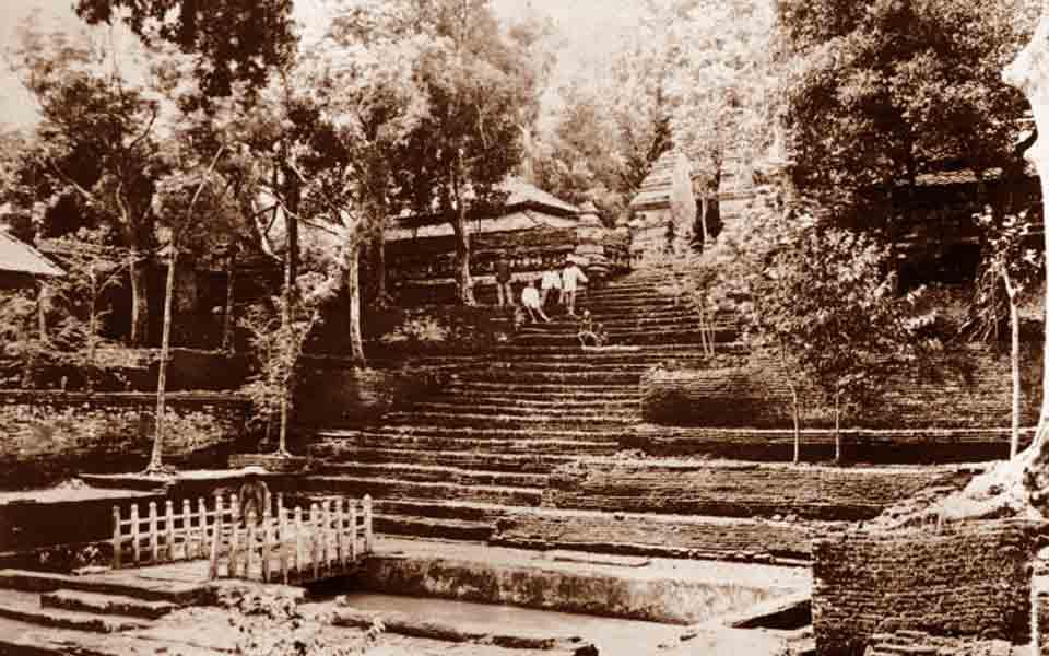 Makam Raja Mataram Diantara Mitos Fakta Sejarah Merokok Dropcap Onon