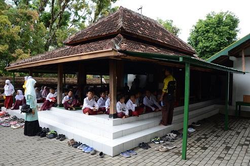 Outing Makam Raja Mataram Imogiri Kebun Buah Mangunan Dikumpulkan Aula