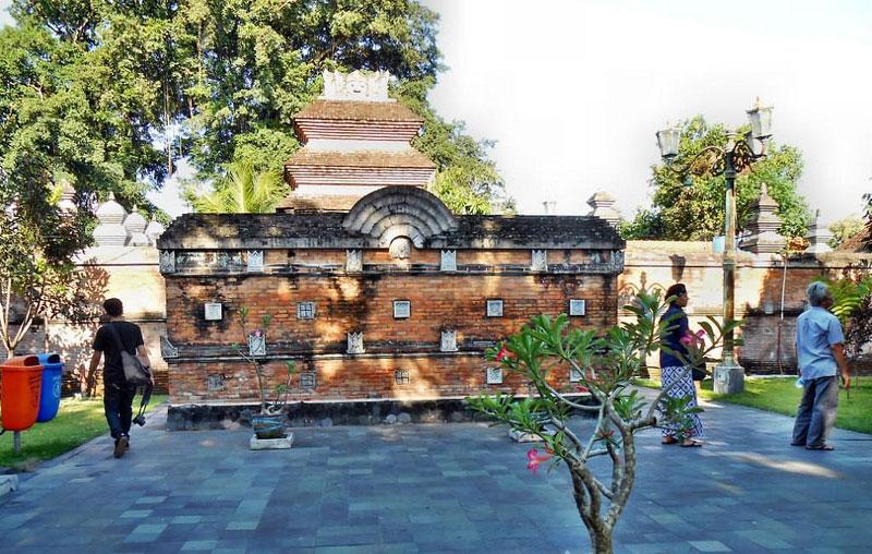 5 Interesting Spots Kotagede Yogyakarta Halaman Depan Menuju Makam Raja