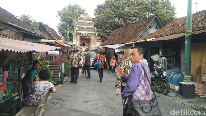 Busana Pranakan Mataraman Prabowo Tiba Masjid Kotagede Pakai Kab Bantul