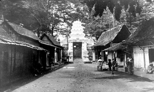Kotagede Antara Makam Raja Masjid Aksara Sahaja Kawasan Terletak Sebelah