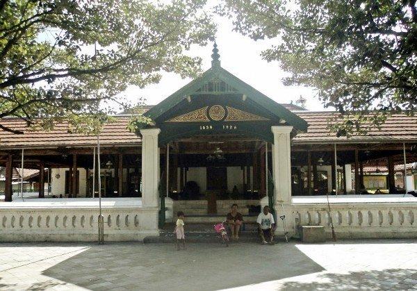 Kotagede Royal Graveyard Silver Handicraft Mosque Built 1640 Sultan Agung