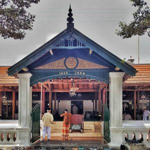 Masjid Kotagede Yogyakarta Kirana Bus Jogja Suasana Jumatan Komplek Besar