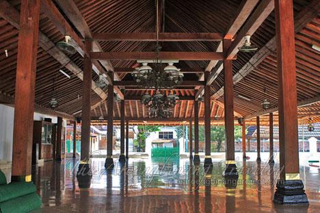 Traveller Wisata Religi Bersejarah Yogyakarta Serambi Masjid Mataram Kotagede Berukuran