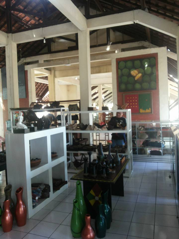 Pasar Seni Gabusan Tempat Berburu Souvenir Khas Yogyakarta Lihat Pusat
