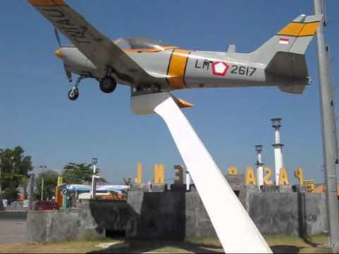 Pesawat Tni Au Depan Pasar Seni Gabusan Bantul Yogyakarta Youtube