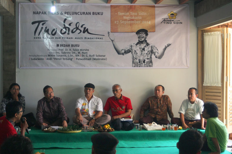 Buku Perjalanan Hidup Tino Sidin Diluncurkan Taman Book Launching Kab