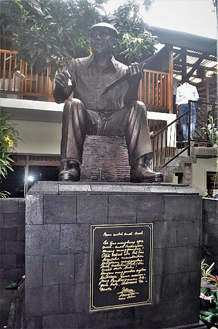 Patung Raksasa Tino Sidin Melengkapi Wisata Edukasi Yogyakarta Pelukis Berukuran