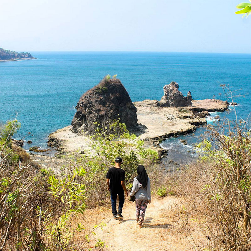 26 Hidden Natural Attractions Yogyakarta Ve Pantai Watulumbung Simontoong Watu