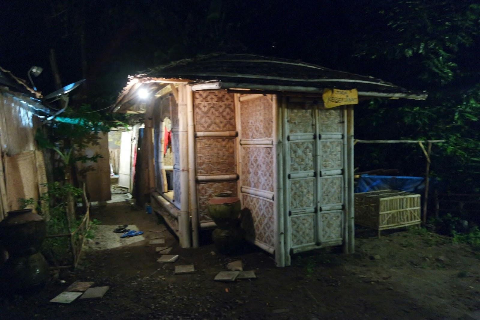 Kedai Wedangan Watu Lumbung Sesuai Namanya Tidak Nyantai Ngopi Asik