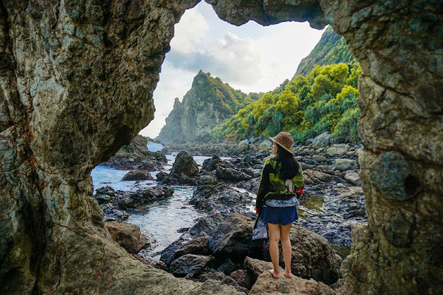 Pantai Watu Lumbung Gunungkidul Pesona Pulau Karang Unik Kab Bantul