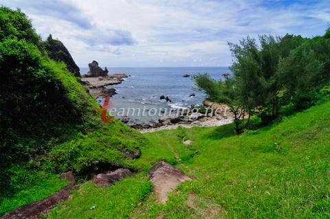 Wisata Petualangan Pantai Watu Lumbung Gunungkidul Teamtouring Jalan Setapak Menuju