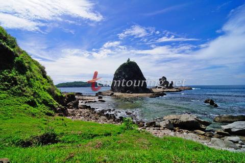 Wisata Petualangan Pantai Watu Lumbung Gunungkidul Teamtouring Pemandangan Wediombo Kab