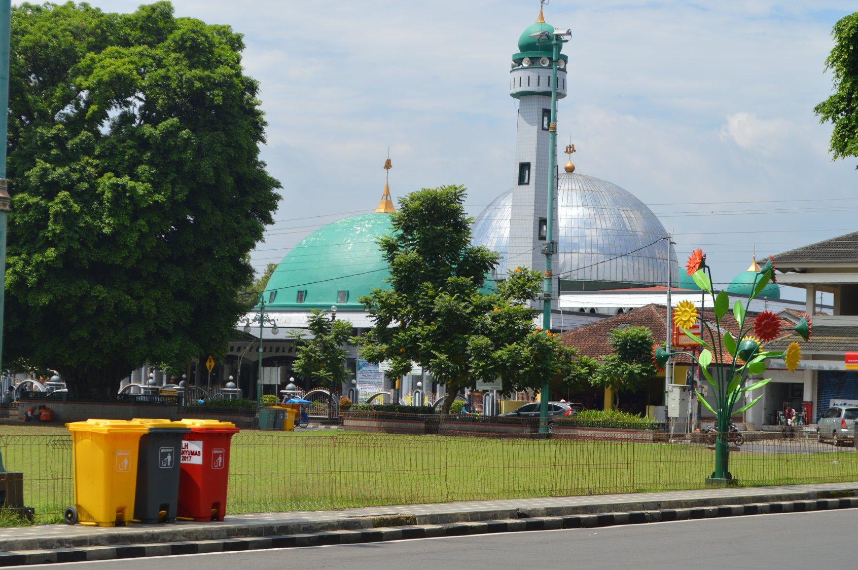 Alun Purwokerto Dilengkapi 46 Tempat Sampah Infodesanews Dinas Lingkungan Hidup
