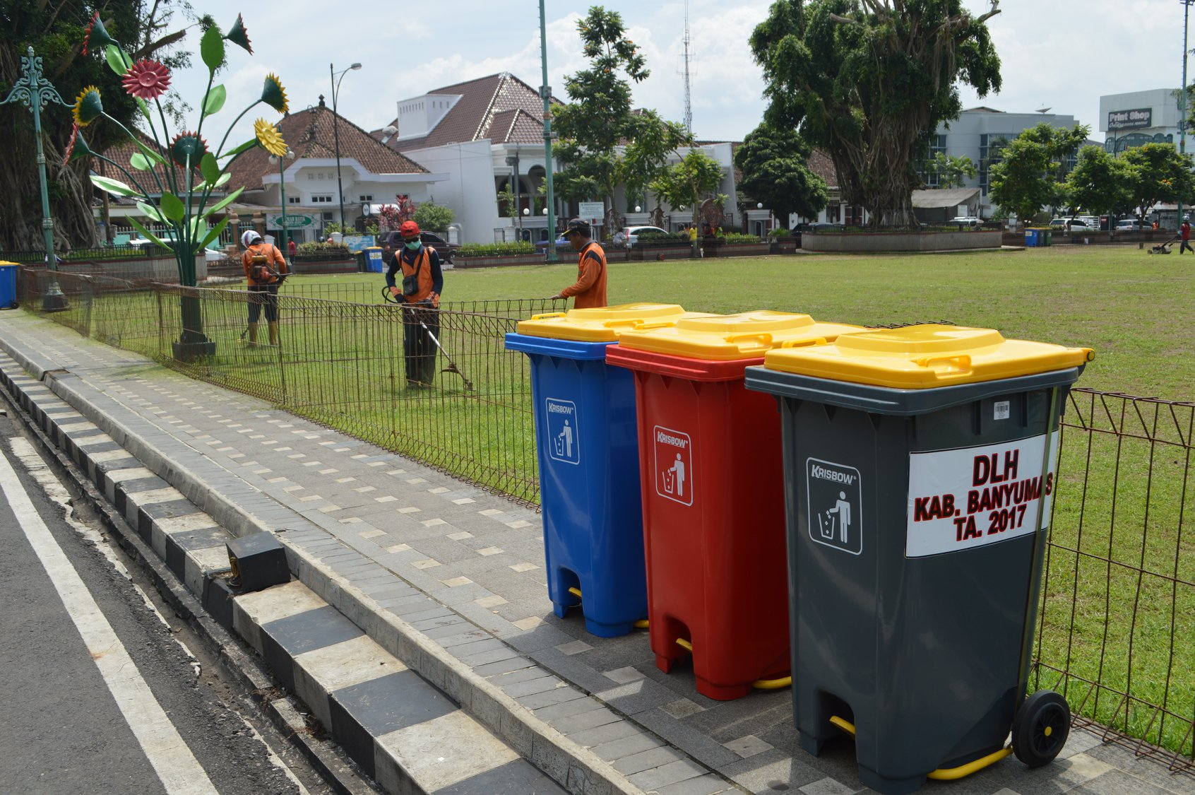Alun Purwokerto Dilengkapi 46 Tempat Sampah Pemerintah Kabupaten Banyumas Kab