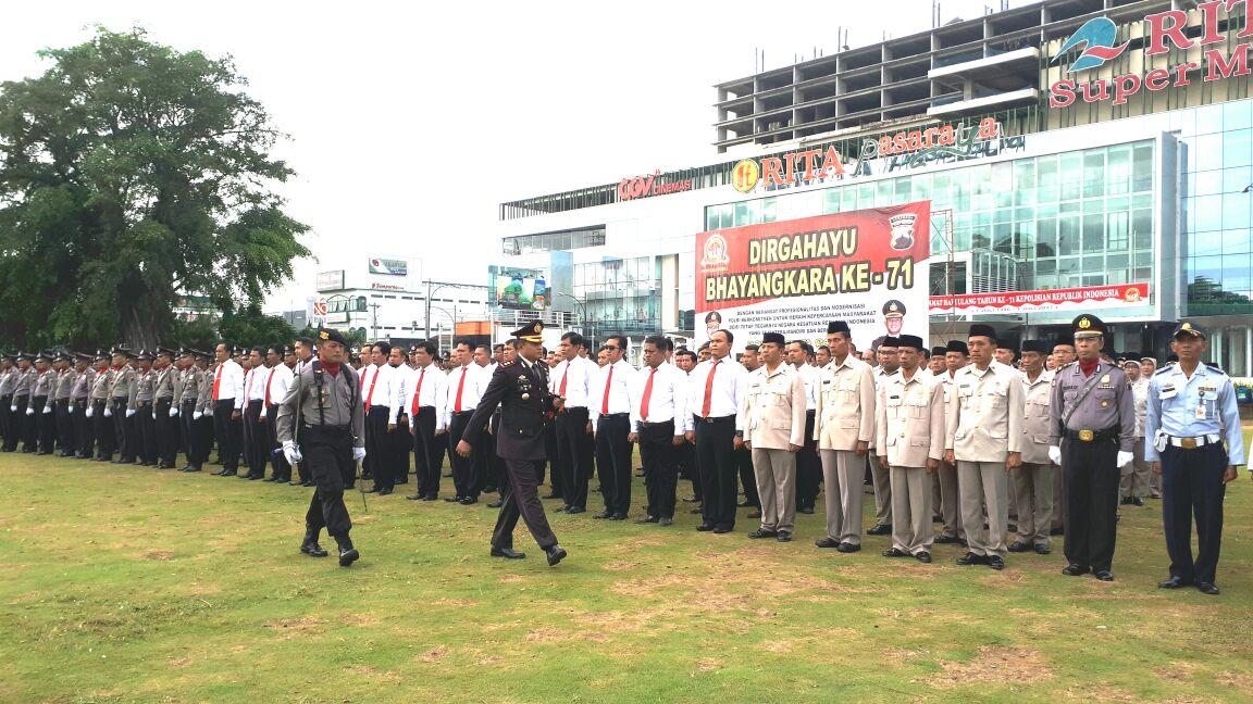 Polres Banyumas Gelar Upacara Hut Bhayangkara 71 Alun Purwokerto Kab