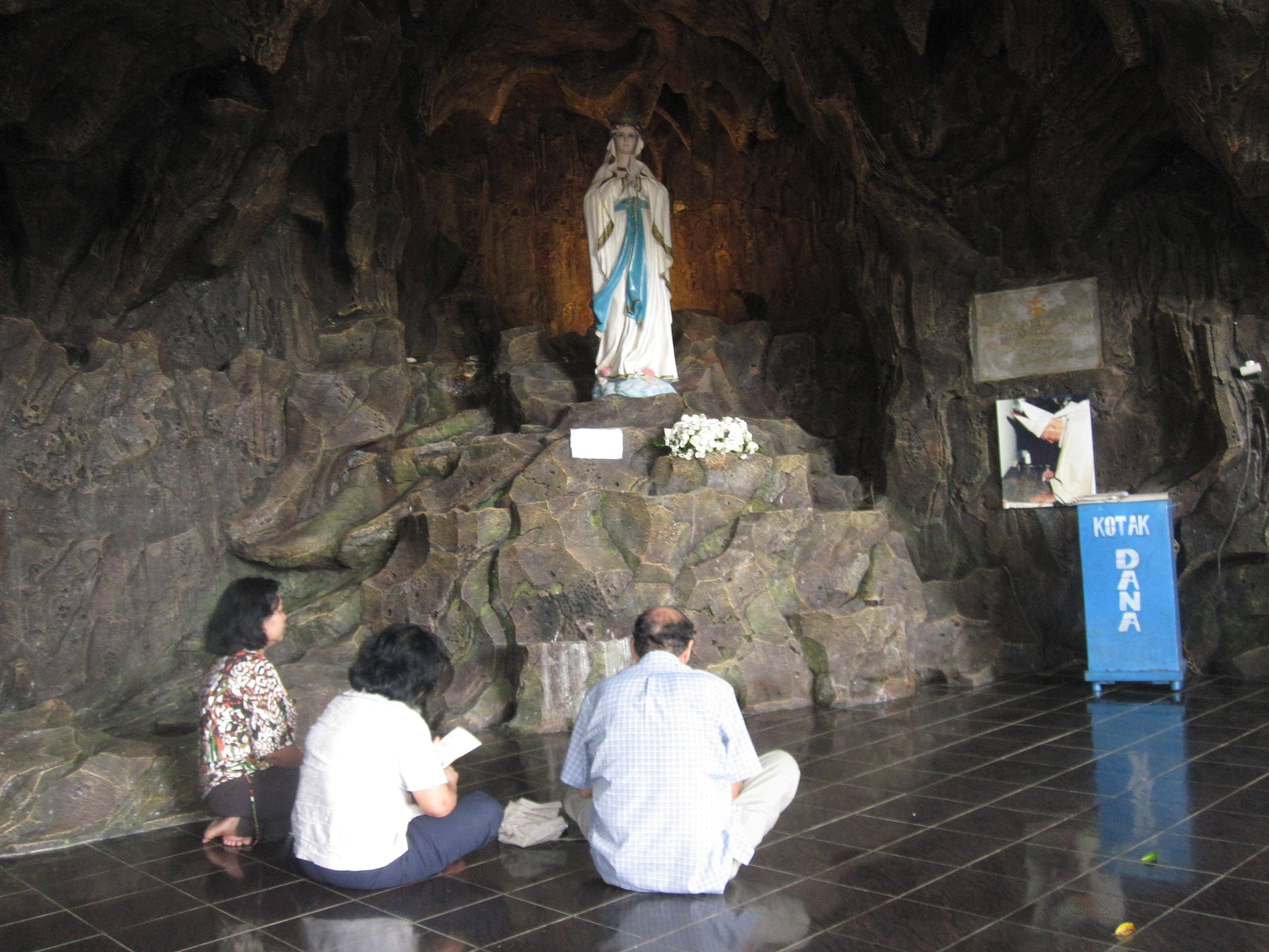 Rumah Retret Gua Maria Kaliori Berdoa Goa Kab Banyumas
