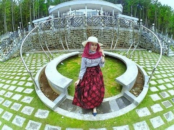 Jalan Kebun Raya Baturaden Banyumas Jateng Wisata Baturraden Kab