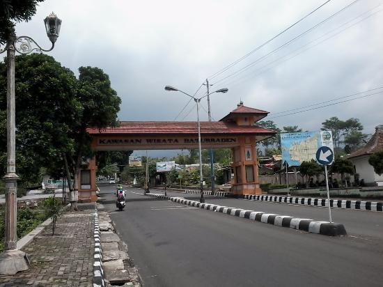 Gerbang Masuk Area Loka Wisata Baturraden Mandala Lokawisata Kab Banyumas