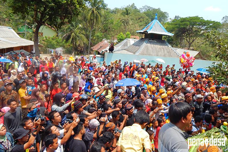 Festival Memberi Makan Kera Banyumas Sanggar Pena Desa Adanya Diharapkan