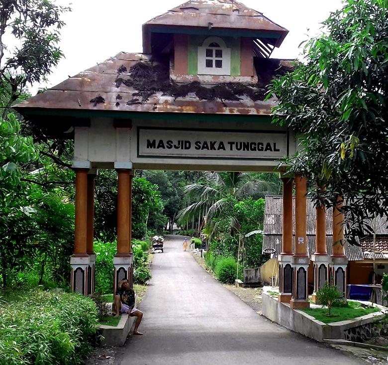Jalan Berwisata Fauna Masjid Baitussalam Saka Tunggal Desa Berada Cikakak