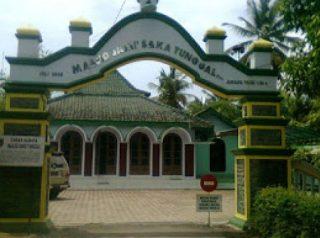 Masjid Saka Tunggal Desa Cikakak Kecamatan Wangon Kabupaten Banyumas Jawa