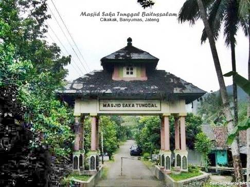 Rindu Masjid Saka Tunggal Tertua Indonesia Gerbang Menuju Komplek Kab
