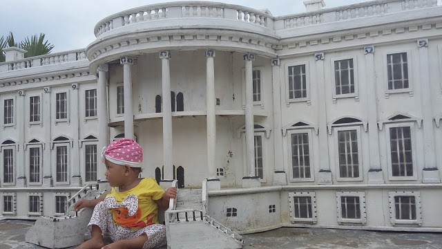 Ceris Wisata Miniatur White House Rumah Burung Raksasa Kab Banyumas