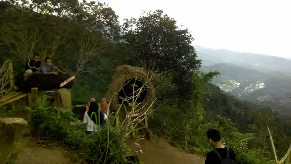 Jalan Puncak Bukit Sendaren Desa Panusupan Rembang Keunikan Jembatan Selfie