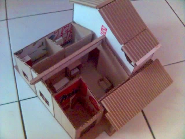 Kerajinan Tangan Membuat Miniatur Rumah Wisanggeni Sisi Atap Burung Raksasa