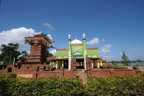 Puri Maerokoco Wikiwand Pemandangan Anjungan Kabupaten Kudus Miniatur Rumah Burung