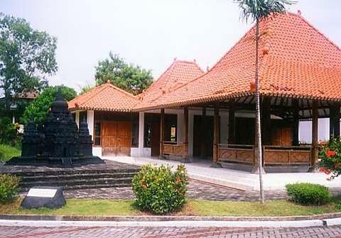 Taman Wisata Puri Maerokoco Semarang Mini Jawa Tengah Miniatur Rumah