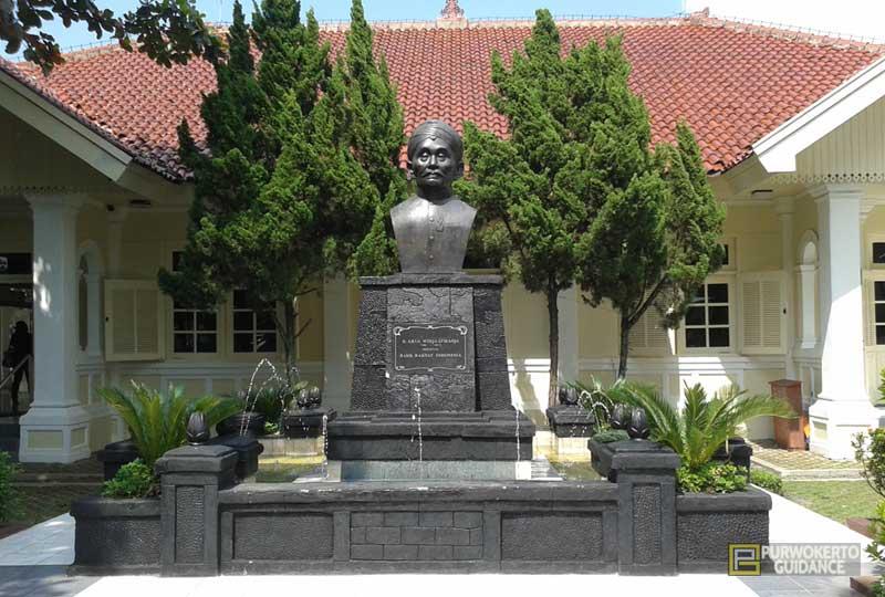 Museum Bri Bank Rakyat Indonesia Purwokerto Guidance Persero Tbk Patung