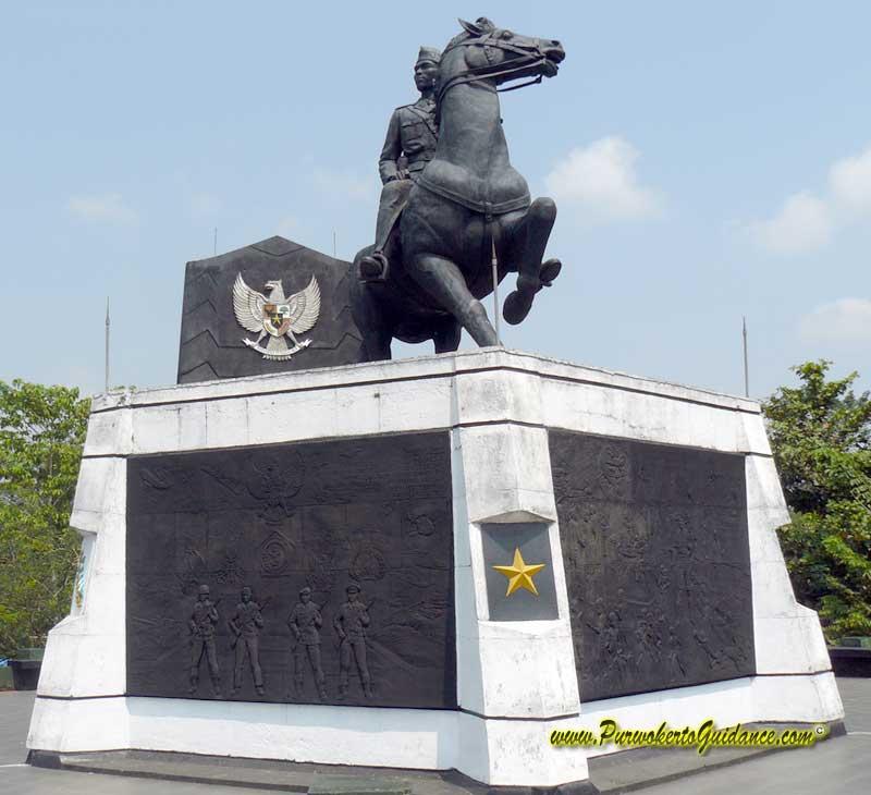 Monumen Museum Panglima Besar Jenderal Soedirman Laman 2 Patung Berkuda