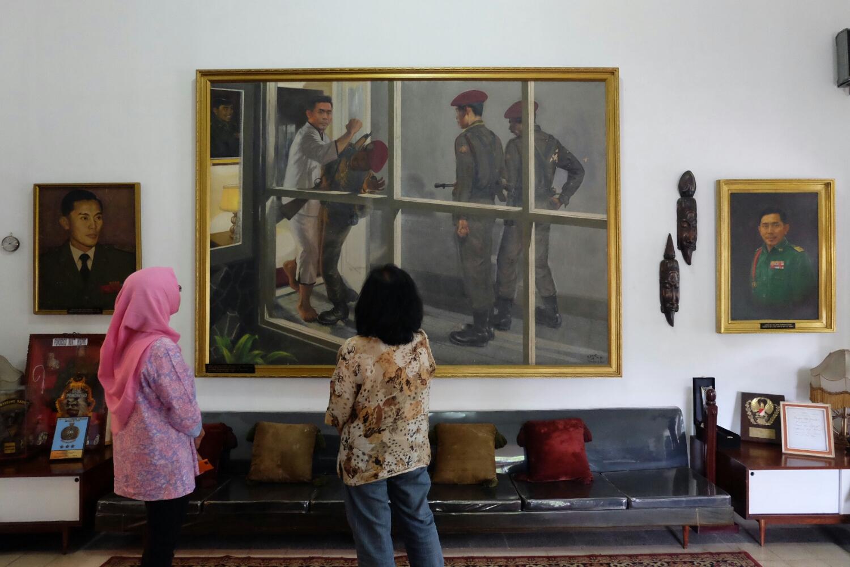 Monumen Panglima Besar Jenderal Soedirman Purwokerto Lantai Dua Terdapat Patung
