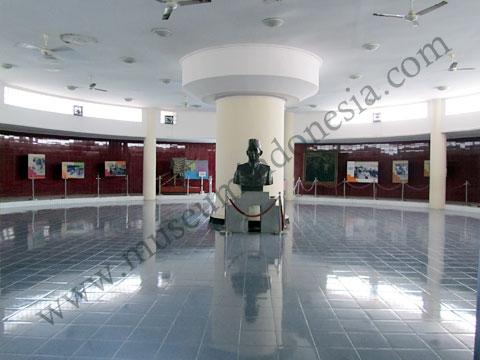 Museumindonesia Monumen Panglima Besar Jenderal Soedirman Ruang Pameran Tiba Depan