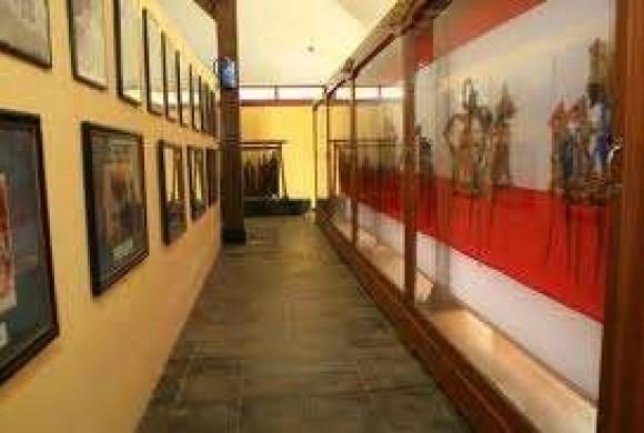 Museum Wayang Sendang Mas Banyumas Terlengkap Koleksi Lainnya Terdapat Gunungan