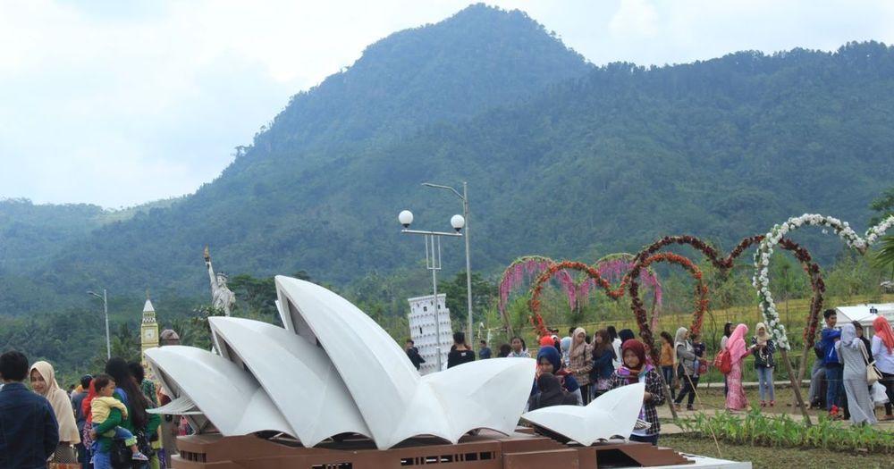 Asyiknya Mengunjungi Small World Taman Miniatur Dunia Purwokerto Kab Banyumas