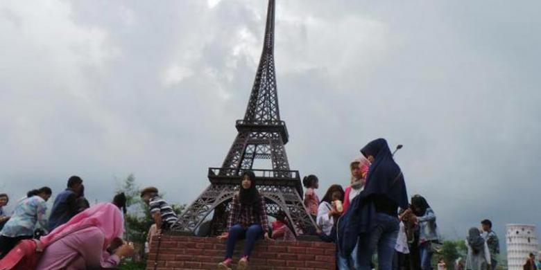 Hit Baturraden Foto Antara Bunga Tulip Keliling Miniatur Menara Eiffel