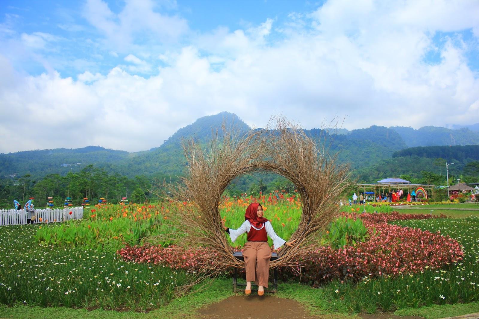 Jalan Small Garden Wahana Taman Miniatur Dunia Wisata Banyumas World