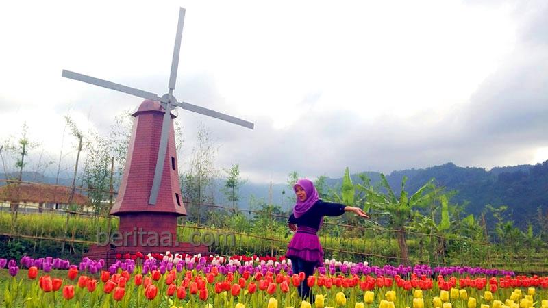 Keliling Dunia Sehari Small World Purwokerto Taman Miniatur Kab Banyumas