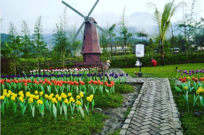 Serunya Rekreasi Keliling Dunia Small World Baturaden Taman Miniatur Kab