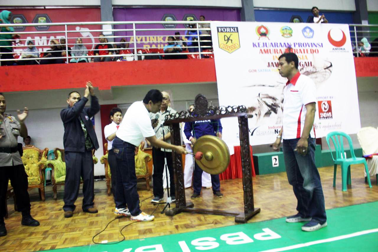 Banyumas Raih Juara Umum Kejurprov Amura Karatedo Dandim Cup Gor