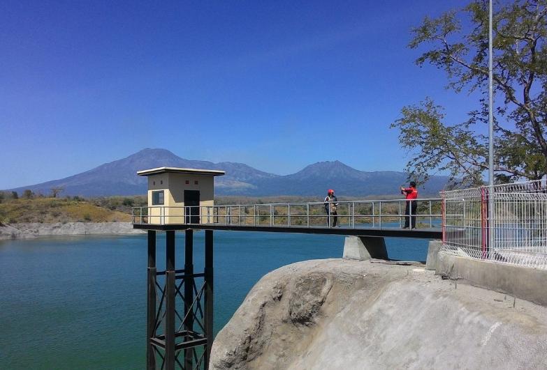 22 Tempat Destinasi Wisata Banyuwangi Hits Berfoto Waduk Bajulmuti Jembatan