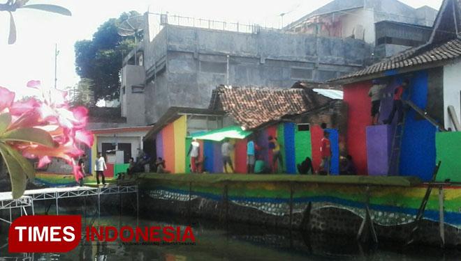 Garap Wisata Sungai Jembatan Banyuwangi Bakal Dipasangi Cctv Warga Mengecat