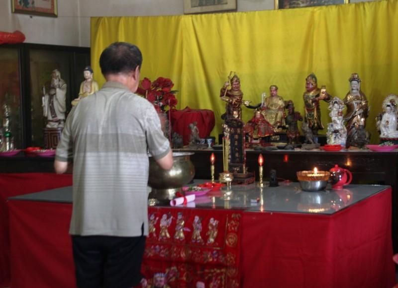 Daerah Sambut Imlek Patung Dewa Klenteng Ho Tong Bio Banyuwangi
