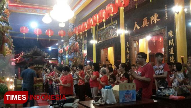 Perayaan Imlek Banyuwangi Berlangsung Lancar Times Indonesia Suasana Sembahyang Etnis