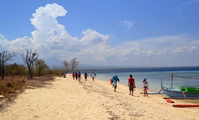 10 Gambar Pantai Bangsring Lokasi Banyuwangi Tiket Masuk Memiliki Pasir