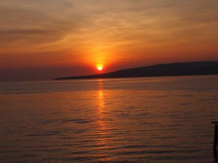 Didi Sadili Wisata Bahari Pantai Bangsring Banyuwangi Jawa Timur Sunrise