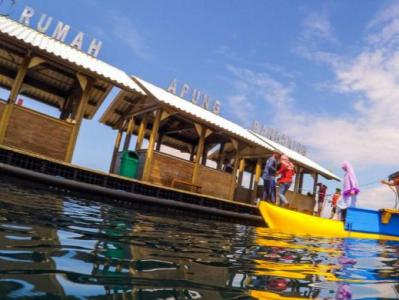 Kementerian Pariwisata Jelajah Pantai Bangsring Bersama Keluarga Rumah Apung Foto
